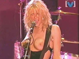 concert Courtney love boob