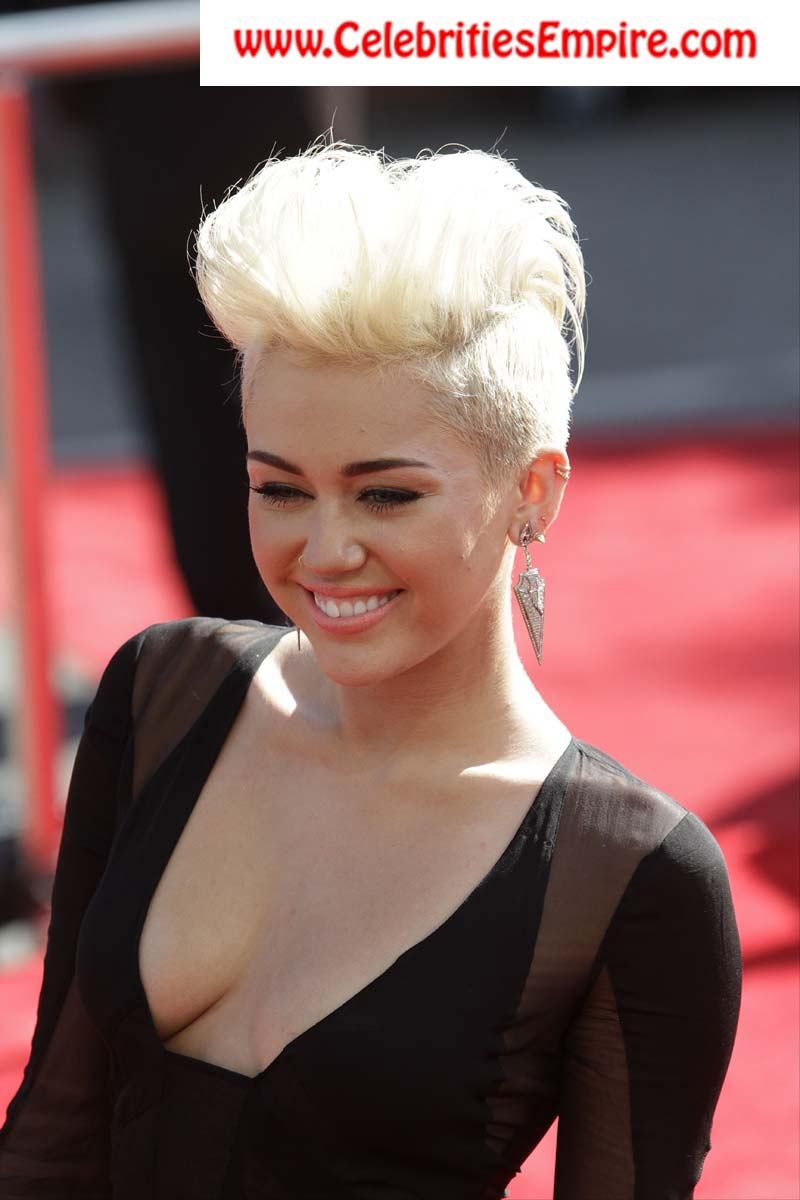 Most gorgeous miley cyrus boob fall out did