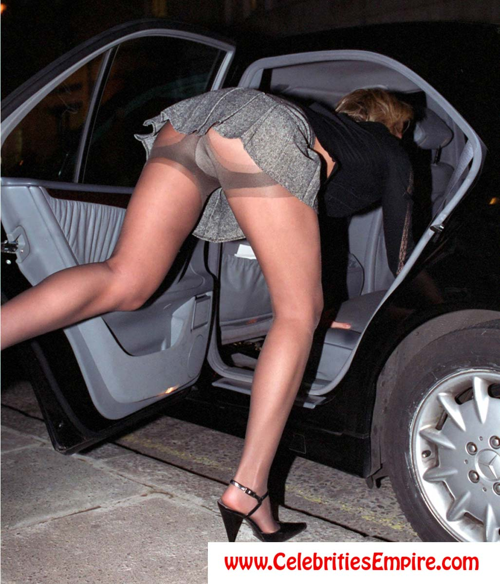 Celebrities In Pantyhose Upskirt No Panties Oops