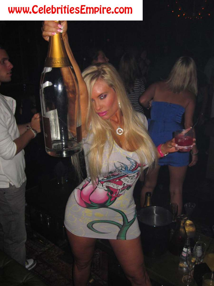 nicole coco austin drunk And here is the nude empowering pic from Harper's Bazaar: