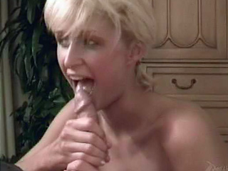 Teen met art blonde more