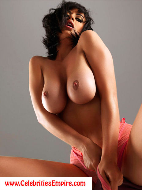 Sophie Howard Topless Booby Babe