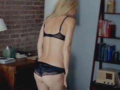 Gwyneth Paltrow shows her booty in lingerie