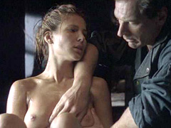 Elsa Pataky fully nude into a tub of water