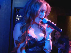 Jennifer Love Hewitt busty as performs at stage