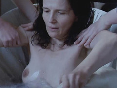 Juliette Binoche nude shows boobs and bush