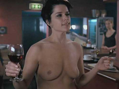 Neve Campbell expose her fully nude body
